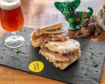 Sándwich Ayudante de Santa + papas fritas + gaseosa (500 ml.)