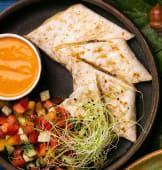 Домашній лаваш з сиром і соковитими овочами (300г)