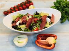 Салат з прошуто і в'яленими помідорами