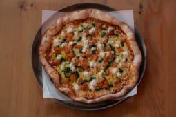 11. Tomate, Mozarela Fresca e Pesto Pequena (26,5cm)