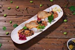 Тар-тар лосось з крем-сиром та крутонами (155г)