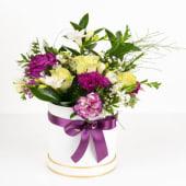 Aranjament floral violet la cutie