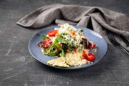 Боул салат с кускусом и курицей
