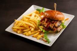 Burger cu dulceata de ceapa si bacon