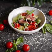 Теплий салат з телятиною, овочами гриль (300г)
