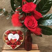 Jarrón con 3 rosas + bombones