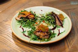 Салат з качкою, руколою, грушею та сиром (270)