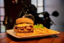 Burger BBQ onion pork