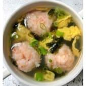 Sopa de albóndigas de gambas y pescado