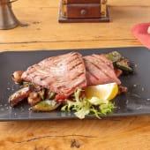 Tuna steak na žaru s mariniranim povrćem