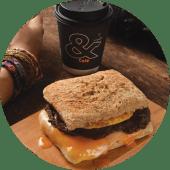 Ciapatta de Frijol y Huevo + Café o Latte