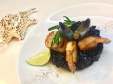 Ризото з морепродуктами та чорнилами каракатиці (250г)