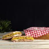 Bocadillo de jamón ibérico (normal), incluye patatas