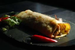 Буріто з куркою, сиром та мексиканськими овочами (400г)