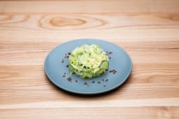 Салат з молодою капустою, огірком та зеленю (100г)