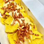 Totopos con queso y bacon