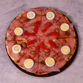 Pizza especial con huevos y morrones