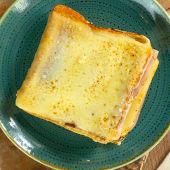 Sandwich mixto con extra queso