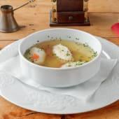 Teleća bistra juha s domaćim griz knedlama