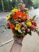 ფერადი ყვავილების კომბინაცია გოგრაში