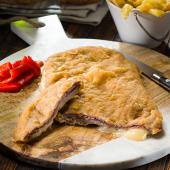 Cachopo asturiano de ternera relleno de jamón y queso