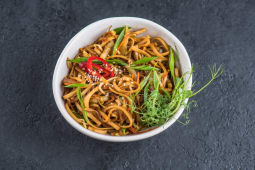 Локшина яєчна wok з овочами