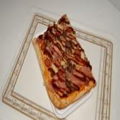 Pizza tomate,mozzarella,carne vacuno, bacon, salchicha, salsa barbacoa