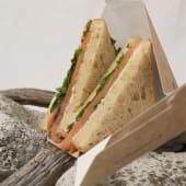 Sandwich con Salmone Affumicato, Rucola e Mayo al Lime