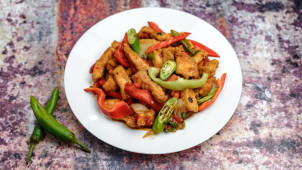 Chicken with sweet and spicy sauce
