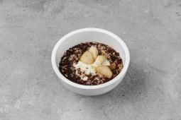 Кокосова вівсянка з чіа, груша, йогурт (100г)
