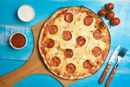 Pizza Quattro formaggi salami