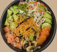 Poke sushi de salmón fresco y kani