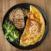 Omlet s dimljenim lososom
