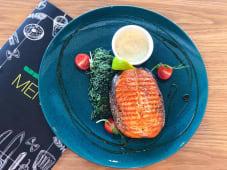 Стейк із лосося на шпинатній подушці (200/100/40г)