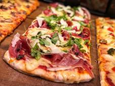 COMBO - Pizza Treevi + 2 sosuri la alegere