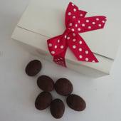 Caja con almendras caramelizadas de praliné (250 g.)