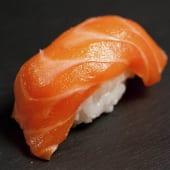 Nigiri de salmón (2 pzs.)