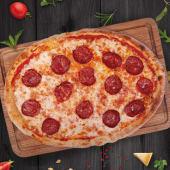 Pizza pepperoni cu salami picant Salsiccia