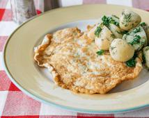Велика куряча відбивна з відвареною картоплею і кропом (160/200г)