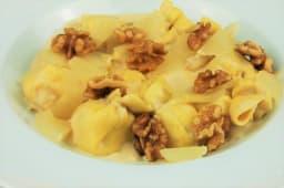 Sachetti queso y pera con nueces