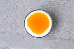 Coulis de fruit sur fromage frais