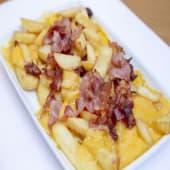 Patatas fritas y horneadas con cheddar y bacón