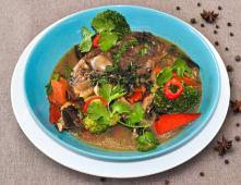 Томлена бараняча лопатка з овочами (300г)