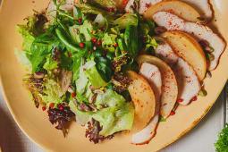 Салат с цыпленком и с грушей