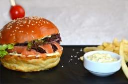 Гамбургер з лососем слабосоленим (180/100/30г)
