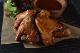 Курячі крила мариновані в гірчично-медовому соусі (250г)