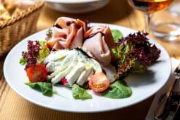 Salata prosciutto cotto si mozzarella + foccacia