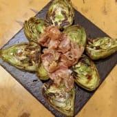 Alcachofas a la plancha con jamón ibérico