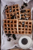 Waffles de Oreo y chips de chocolate congelados