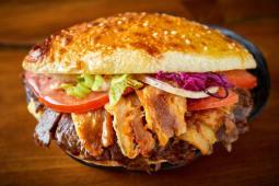 Kebab w bułce - mieszane mięso
